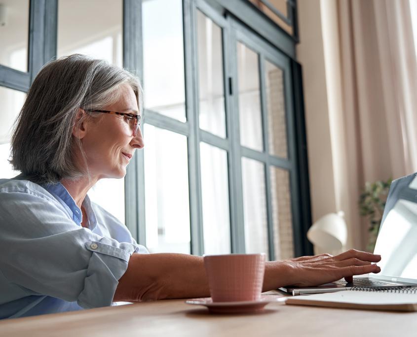 如何在疫情期间消除歧视老年人现象